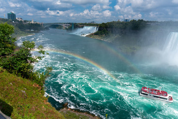 Keuken foto achterwand Canada aerial view of niagara falls with rainbow and a boat