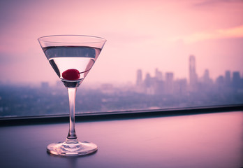 Spoed Foto op Canvas Alcohol Martini and city views
