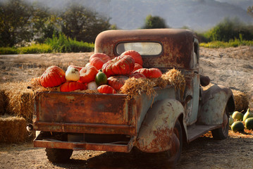 Recess Fitting Vintage cars Old rusty truck full of fall pumpkins