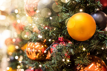 Weihnachten Baum festlich geschmückt funkelnd