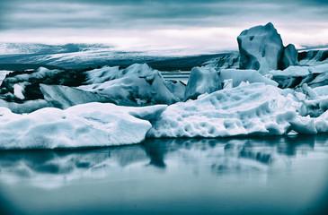 Icebergs at night in Jokulsarlon Lagoon, Iceland Fototapete