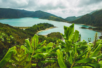 Fototapeten Rosa dunkel beautiful view of Lagoa do Fogo lake on the island of Sao Miguel, Azores, Portugal