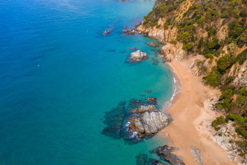 Fototapete - Rocky coast near blue sea