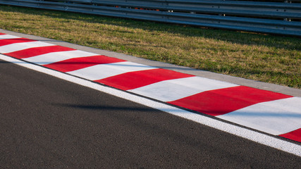 Fotobehang F1 Motor racing circuit Red and White Kerb
