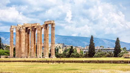 Fototapete - Olympian Zeus temple in summer, Athens, Greece. Ancient Greek Olympieion is one of top landmarks of Athens. Panoramic view of Columns of famous Zeus structure in summer. Landscape of old Athens city.