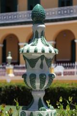 Porzellanskulptur auf der Plaza Major in Trinidad, Kuba