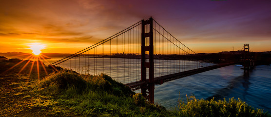 Poster Bruggen Golden gate bridge at sunrise