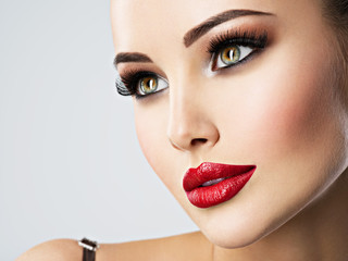 Pretty face of a woman with beautiful eyes.