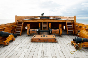 Foto auf AluDibond Schiff Deck of Old Wooden Ship