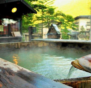 日本の温泉、湯煙、高山市、奥飛騨、岐阜県、日本