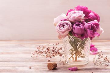 Fond de hotte en verre imprimé Hortensia Red hydrangea flowers and pink roses