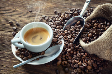Fotobehang Koffiebonen Cup of espresso with coffee beans