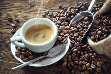 Foto op Aluminium Koffiebonen Cup of espresso with coffee beans