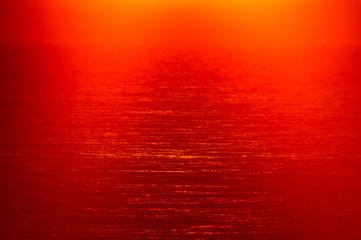 Tuinposter Rood 朝焼けの陽光と波の面DSC5761