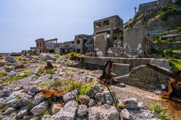 長崎の世界遺産軍艦島の廃墟群