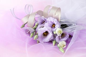 薄紫のトルコキキョウの花束