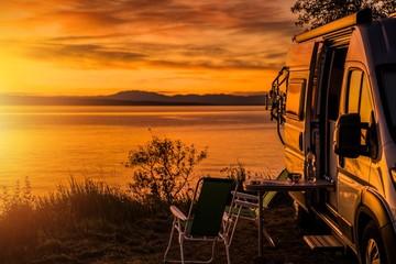 Foto op Canvas Kamperen RV Camper Van Camping