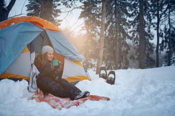Poster Glisse hiver Confident solo woman traveller camping through an evergreen winter forest in Canada