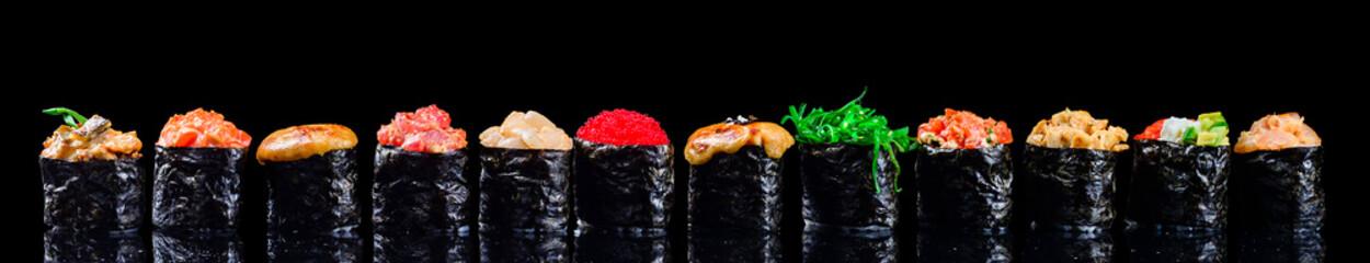 Fototapeta sushi set gunkans on a black background obraz