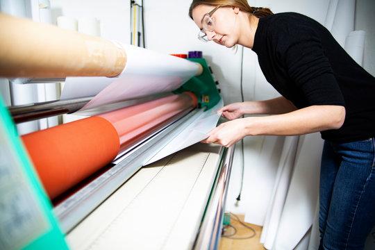 Advertising banner printing. The printing flotter, printer operates the machine
