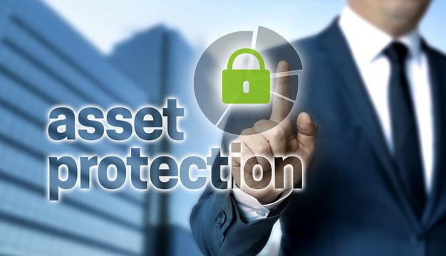 Asset Protection Konzept wird von Geschäftsmann gezeigt.
