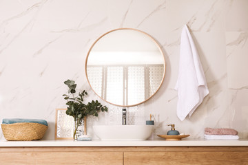 Stylish bathroom interior with vessel sink and round mirror Fototapete