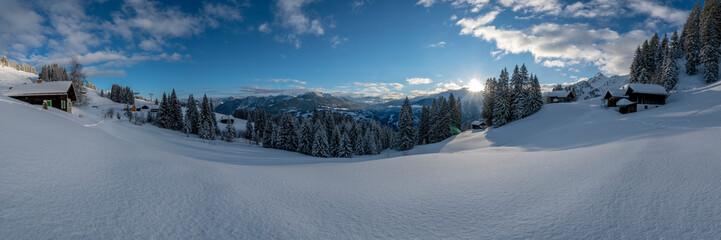 Wall Mural - Tief verschneite Winterlandschaft