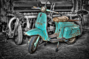 Photo sur Toile Scooter A pic of a very old turquoise scooter
