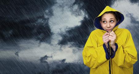 Junge Frau im Regen - Young woman in the rain