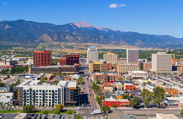 Aerial of downtown Colorado Springs with Pikes Peak in the background Fototapete