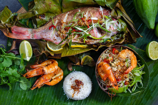 Red snapper baked in banana leaf, papaya salad and rice