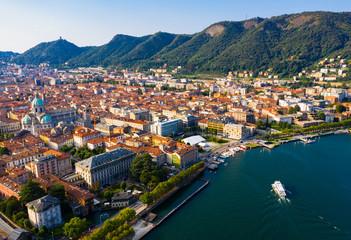 View of Como city on shore of lake Fototapete