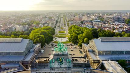 Papiers peints Bruxelles Brussels, Belgium. Park of the Fiftieth Anniversary. Park Senkantoner. The Arc de Triomphe of Brussels (Brussels Gate), Aerial View