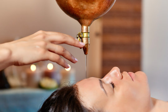 Ayurvedic Shirodhara procedure. Indian massage on the ancient technique of Shirodhara. The best of Indian massage.
