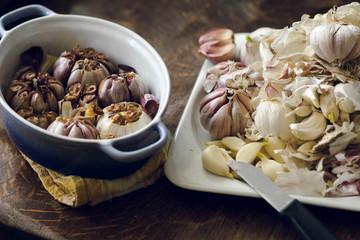 Autumn garlic harvest: processing, preparing baked garlic for winter