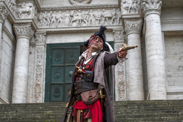 Pirat beim Angriff