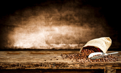 Foto op Canvas Cafe Fresh old sack of coffee grains and brown old wall background