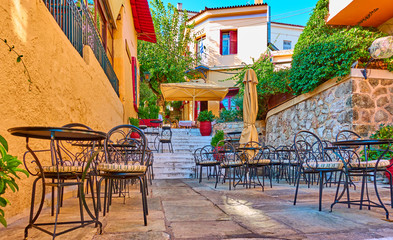 Photo sur Aluminium Athenes Street cafe in Plaka district in Athens