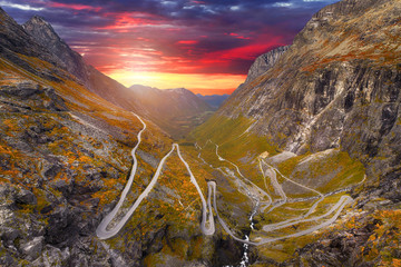 Papiers peints Automne Trollstigen - windy road in Norway at autumn