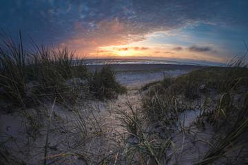 Nordseeküste in Dänemark bei Sonnenuntergang
