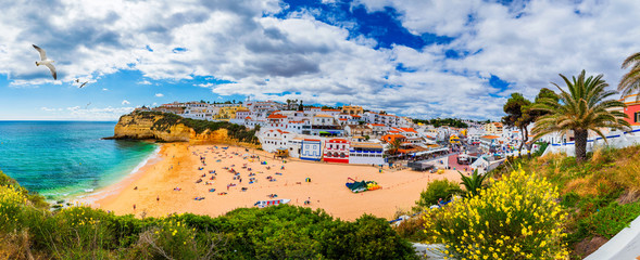 View of Carvoeiro fishing village with beautiful beach, Algarve, Portugal. View of beach in Carvoeiro town with colorful houses on coast of Portugal. The village Carvoeiro in the Algarve Portugal. Fototapete