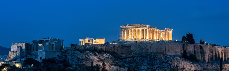 Fototapete - Acropolis at night, Athens, Greece. Famous Parthenon temple is a top landmark of Athens. Panoramic view of Ancient Greek ruins at dusk. Landscape of old Athens city in evening.