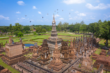 Fotobehang Oude gebouw Aerial view of Ancient Buddha statue at Wat Mahathat temple in Sukhothai Historical Park, Thailand.