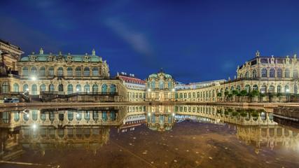 Zwinger Dresden beleuchtet Panorama
