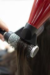 proceso de secado de cabello en la peluqueria