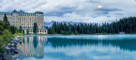 Foto auf Leinwand Blau Lake Louise located in Banff National Park in the Canadian Rockies.