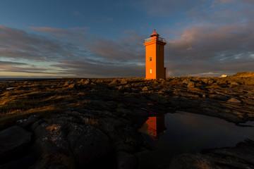kleiner Leuchtturm in der Abendsonne