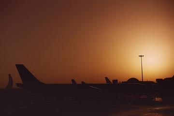 Photo sur Aluminium Abou Dabi Exterior of Abu Dhabi Airport at sunrise.