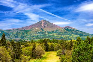 福島県・新緑の磐梯山