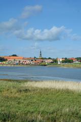 Blick über den Fluss Eider auf Tönning in Nordfriesland,Halbinsel Eiderstedt,Schleswig-Holstein,Deutschland